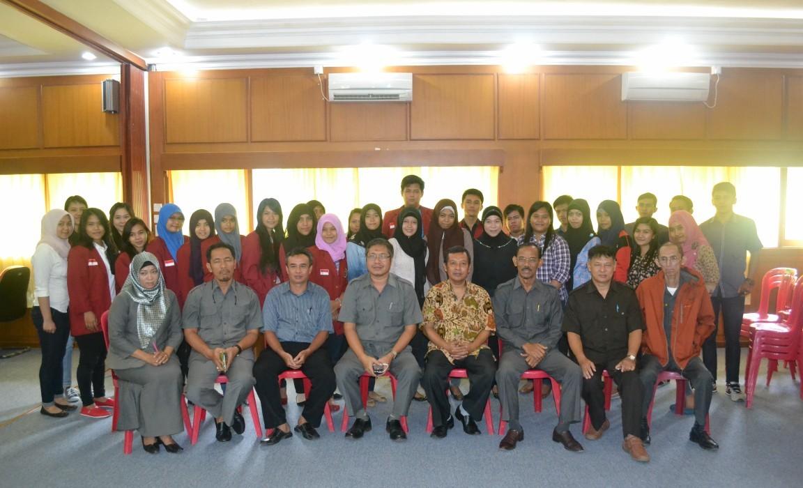 Koordinator Kopertis Wil.XI Foto Bersama Penerima Bidik Misi